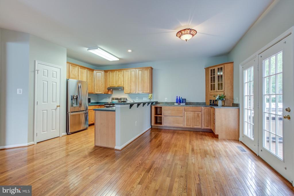 Expansive kitchen  with tons of storage. - 5429 CASTLE BAR LN, ALEXANDRIA
