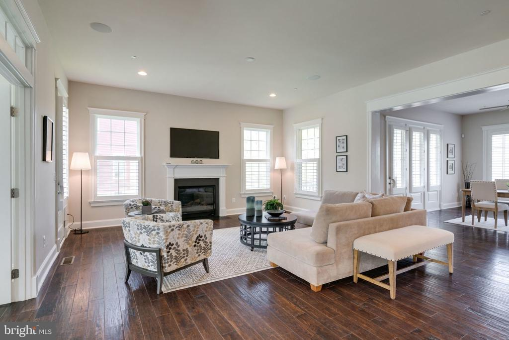 Floor plan allows everyone to stay in conversation - 17123 BELLE ISLE DR, DUMFRIES