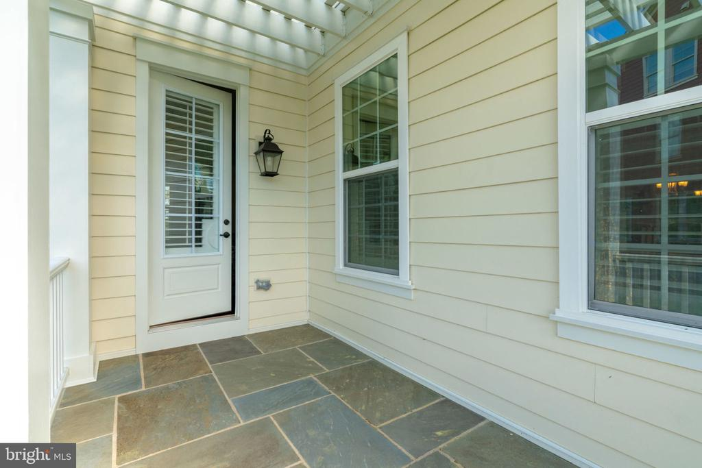 Access the flag stone porch from family room. - 17123 BELLE ISLE DR, DUMFRIES