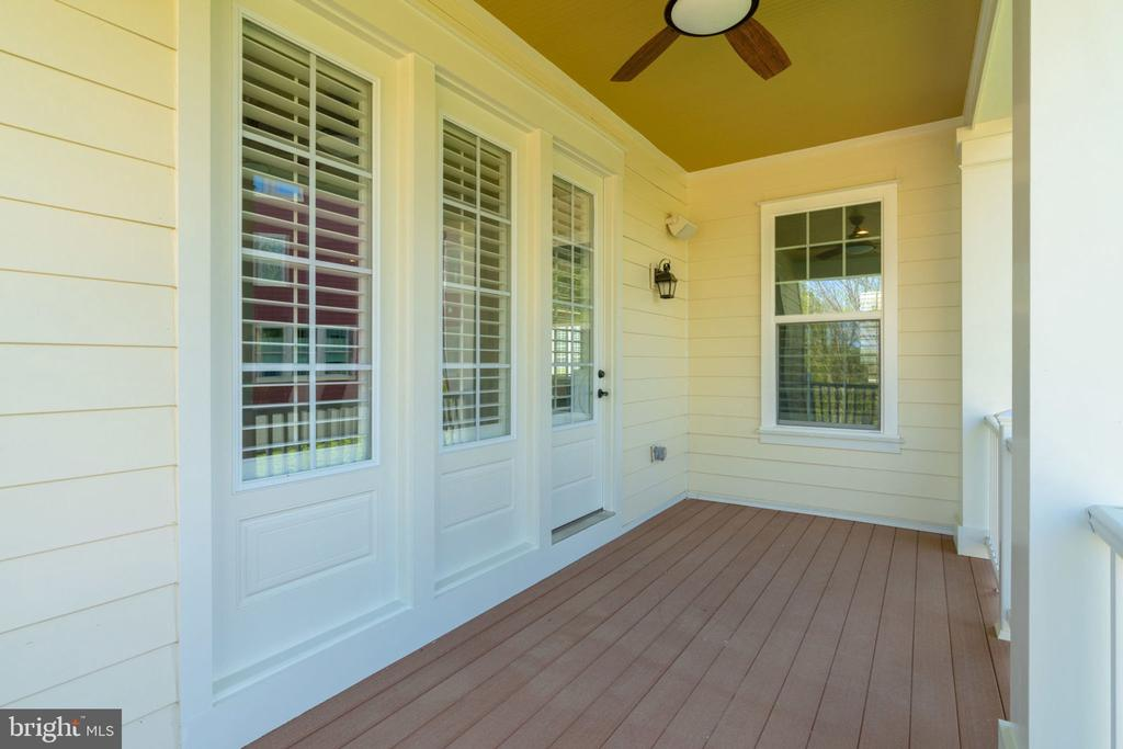 Covered porch off breakfast area w/ceiling fan - 17123 BELLE ISLE DR, DUMFRIES