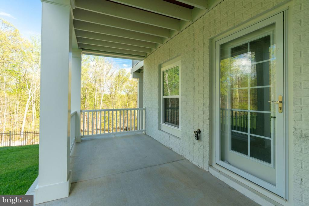 Covered side porch - 17123 BELLE ISLE DR, DUMFRIES