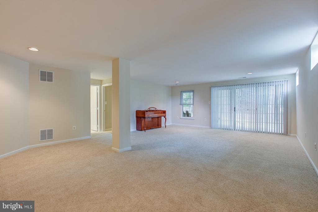 Walk out basement with one bedroom and full bath - 5429 CASTLE BAR LN, ALEXANDRIA