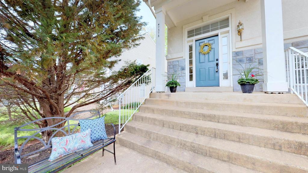 Inviting Front Porch - 47576 SAULTY DR, POTOMAC FALLS