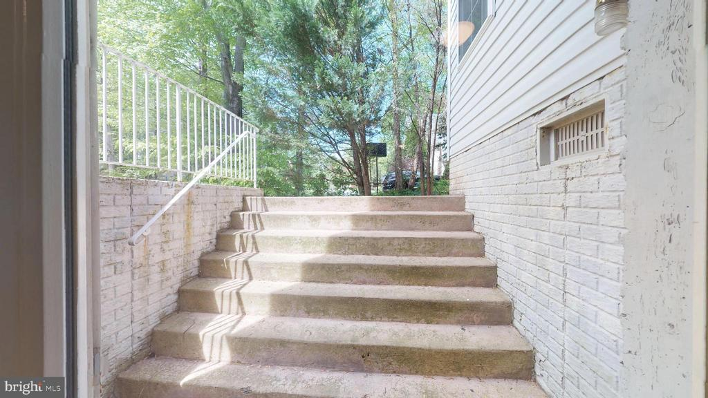 Double Wide Walk-up - 47576 SAULTY DR, POTOMAC FALLS