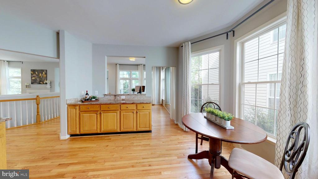 Kitchen Opens To Family Room - 47576 SAULTY DR, POTOMAC FALLS