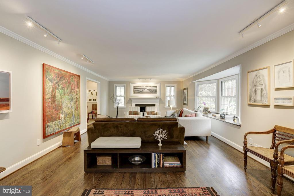 Strike 1: Big Living room - 5707 MOHICAN RD, BETHESDA