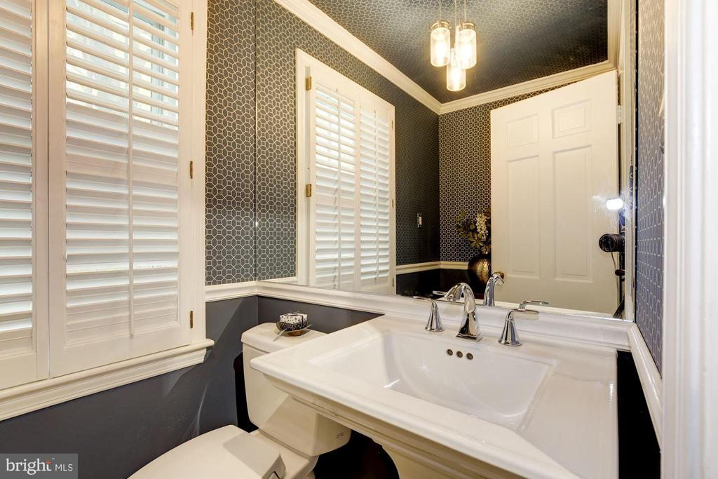 A pleasant surprise - close the door - 5707 MOHICAN RD, BETHESDA