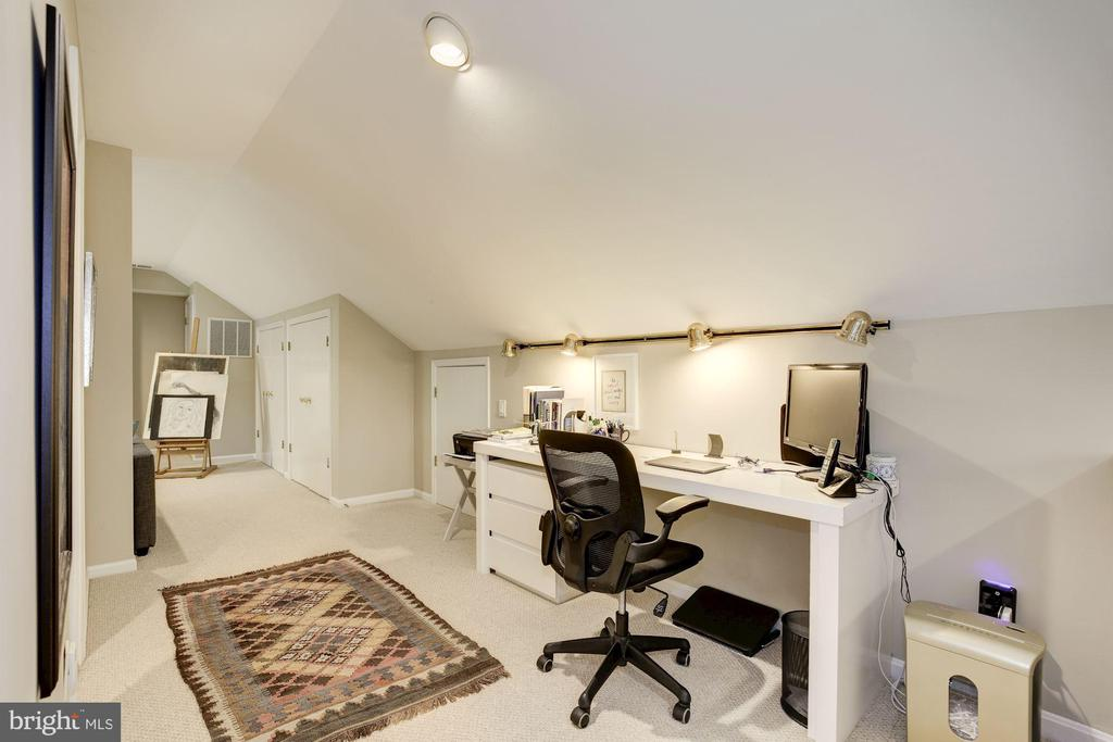 Attic office space - 5707 MOHICAN RD, BETHESDA