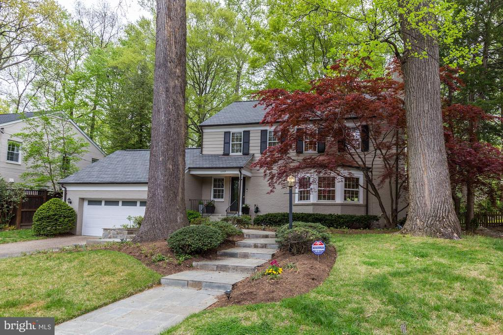 Understated Elegance - 5707 MOHICAN RD, BETHESDA