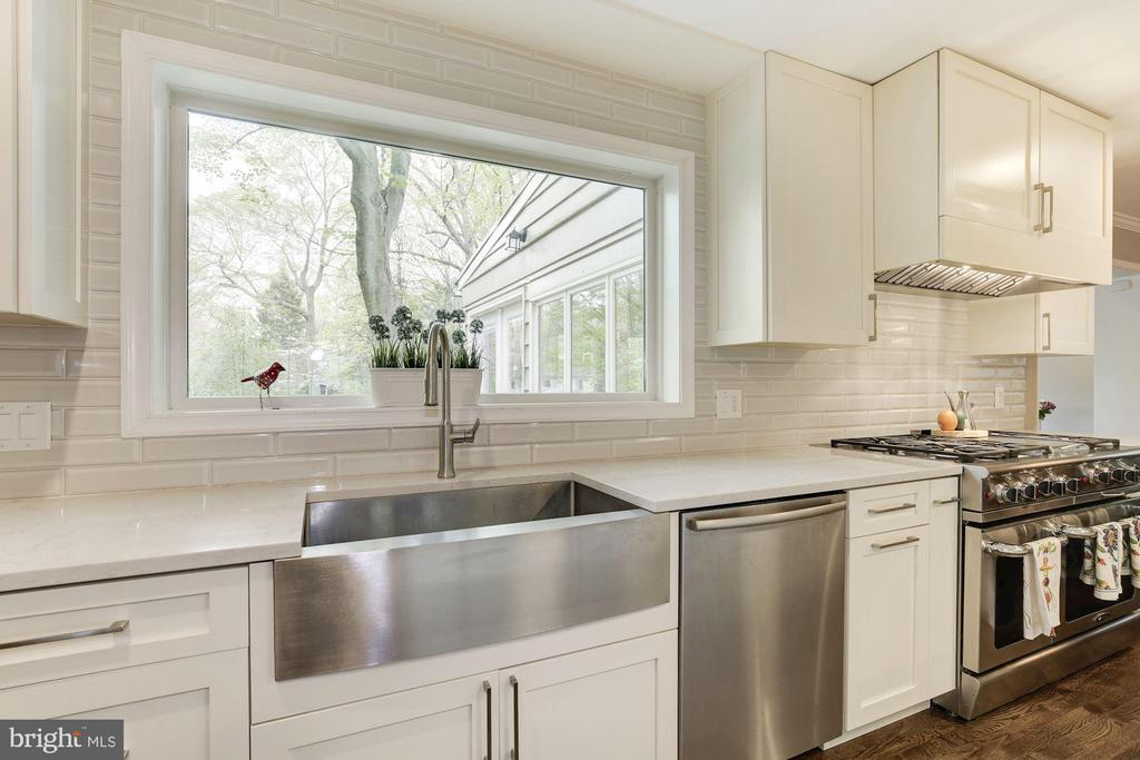 Every one wants these appliances - 5707 MOHICAN RD, BETHESDA