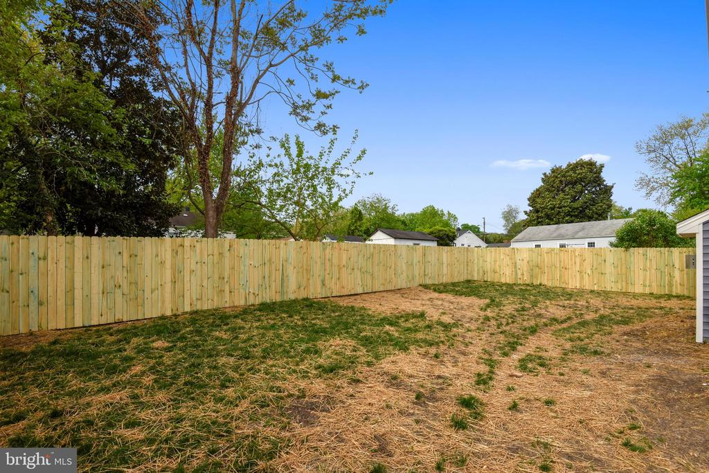 Fully Fenced-In Yard - 3401 CAMPBELL DR, ALEXANDRIA