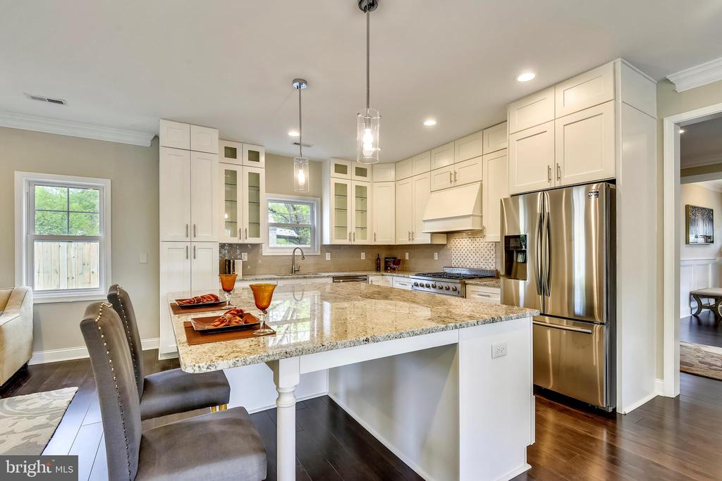 Gorgeous Custom Kitchen - 3401 CAMPBELL DR, ALEXANDRIA