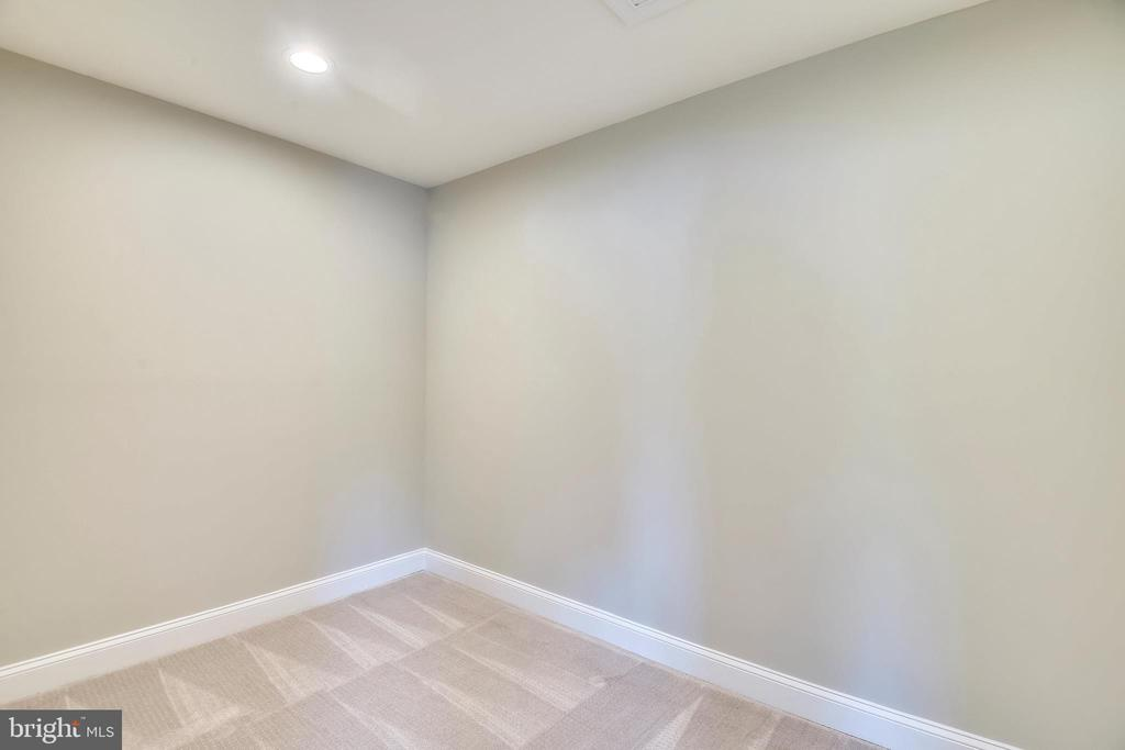 Master Closet (will be completed soon) - 3401 CAMPBELL DR, ALEXANDRIA