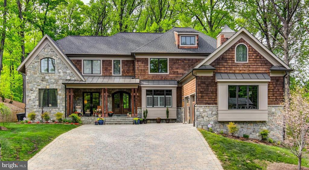 Incredible curb appeal and craftmanship - 5029 38TH ST N, ARLINGTON