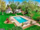 Heated 9' deep pool with travertine decking - 40041 HEDGELAND LN, WATERFORD