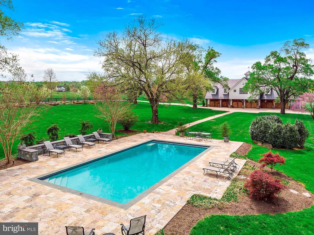 Heated pool with room for guests - 40041 HEDGELAND LN, WATERFORD