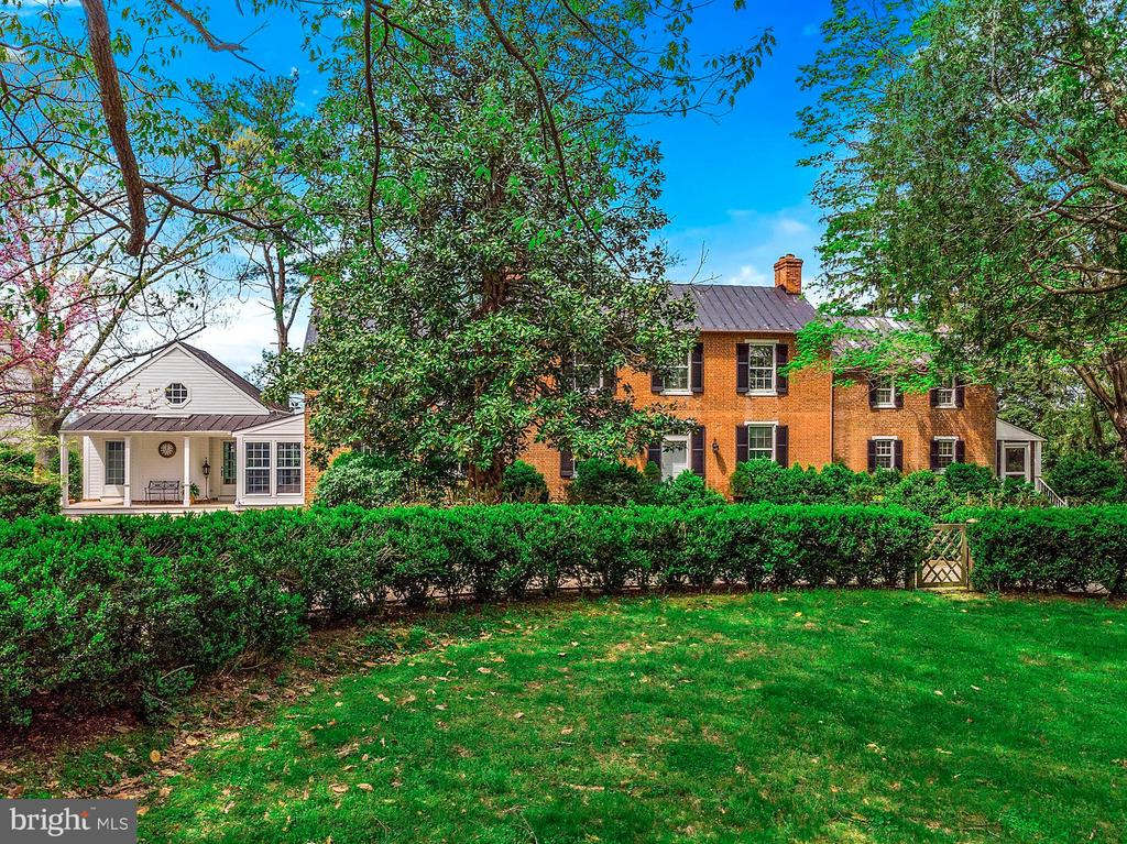 Mature trees and landscaping - 40041 HEDGELAND LN, WATERFORD