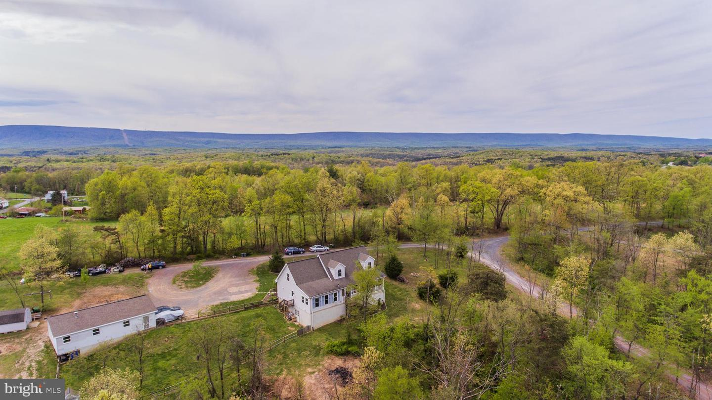 Single Family for Sale at 39 Crescent Moon Ln Berkeley Springs, West Virginia 25411 United States