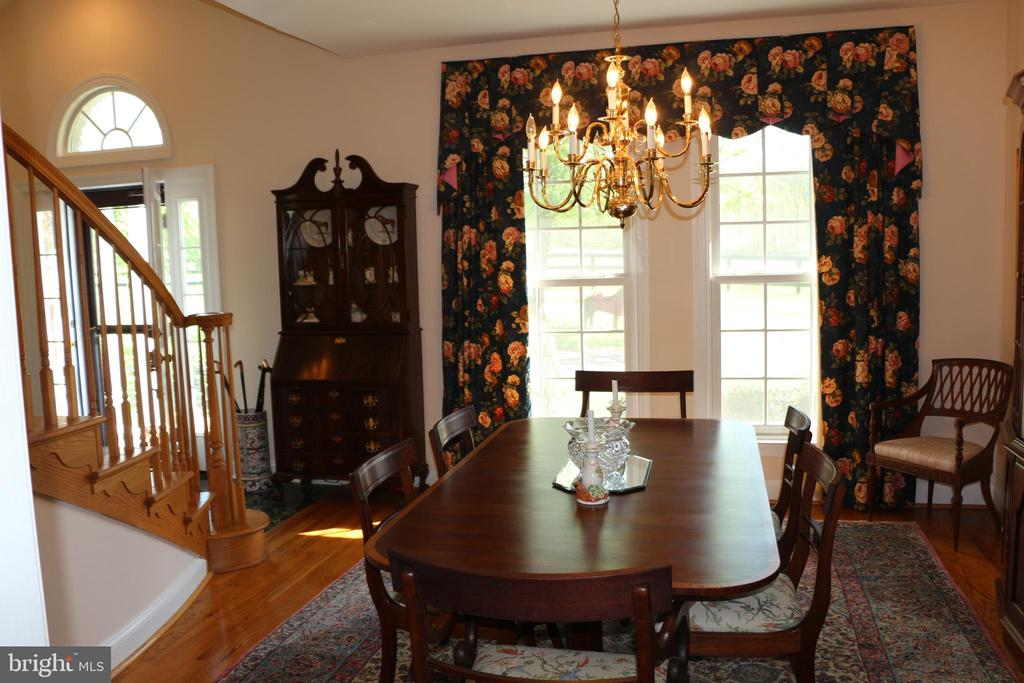 Kitchen to dining room - 18561 YELLOW SCHOOLHOUSE RD, ROUND HILL