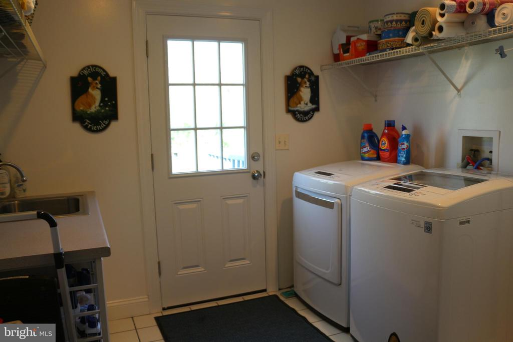 Laundry room - 18561 YELLOW SCHOOLHOUSE RD, ROUND HILL