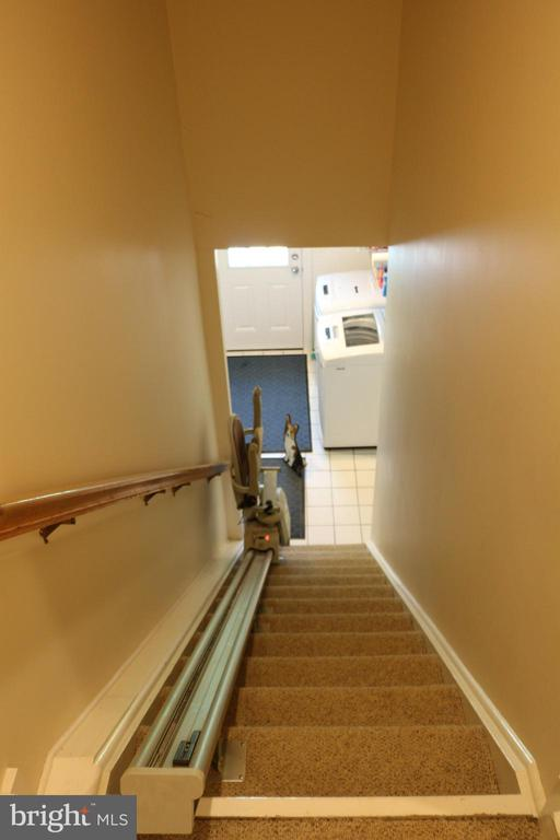 Staircase leading to laundry room with chair lift - 18561 YELLOW SCHOOLHOUSE RD, ROUND HILL