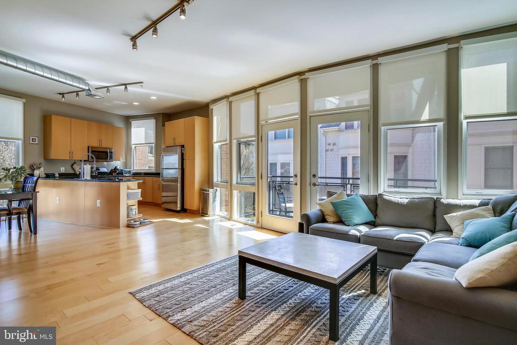 Welcome home! 15, 9' floor to ceiling windows. - 3800 LEE HWY #301, ARLINGTON