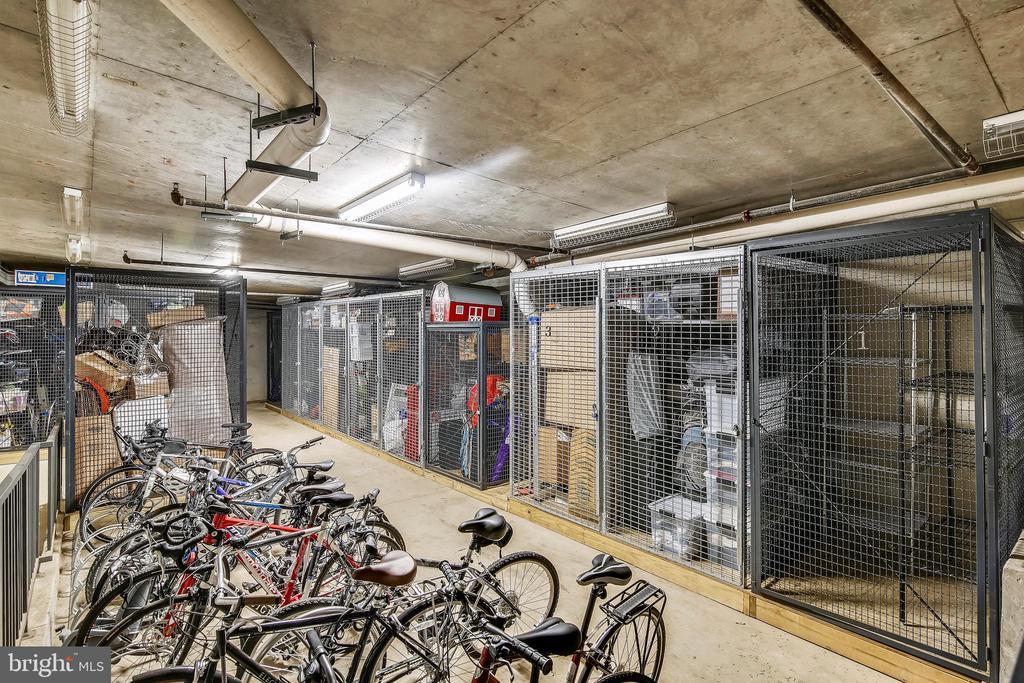 Massive storage unit with lots of bike storage. - 3800 LEE HWY #301, ARLINGTON