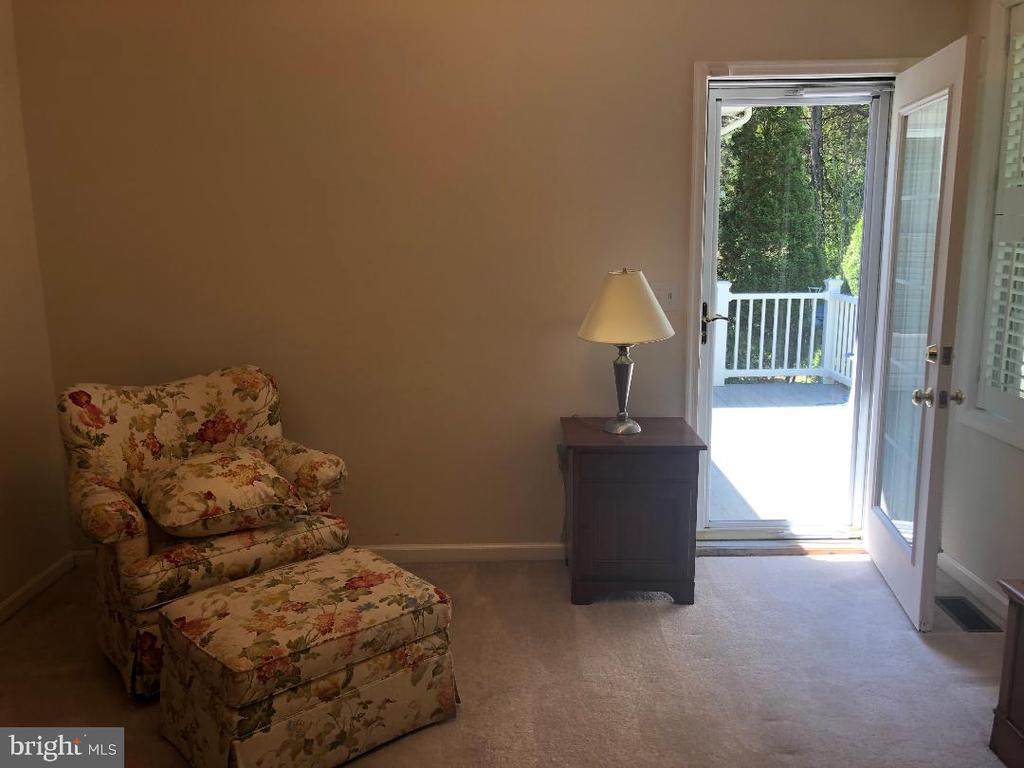 Master bedroom with access to deck - 1400 LAKEVIEW PKWY, LOCUST GROVE
