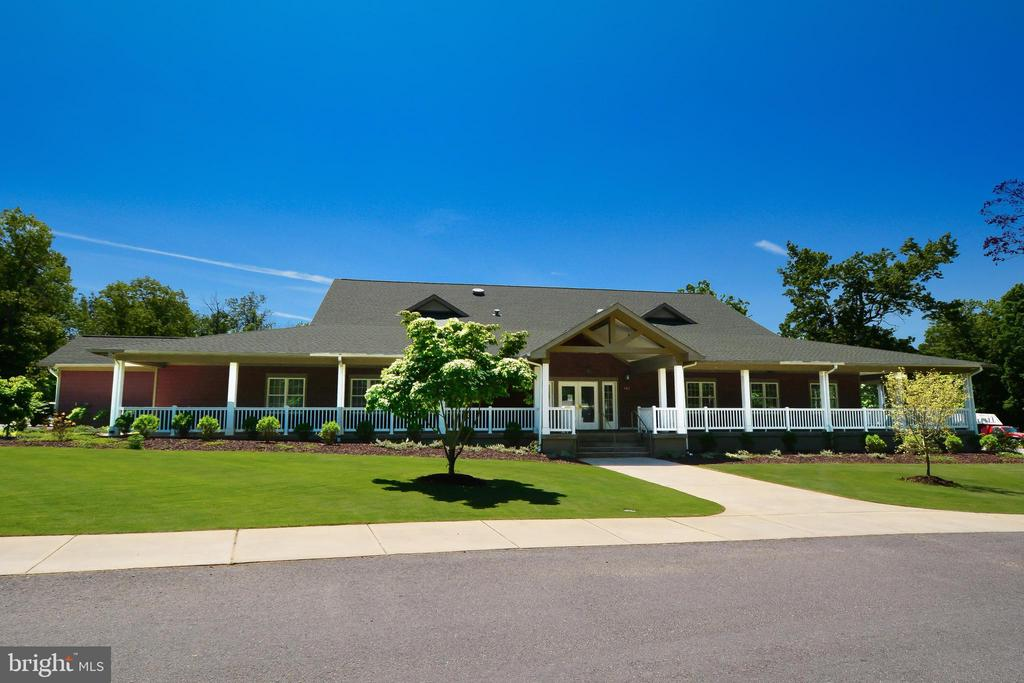 Fairways golf club and restaurant - 1400 LAKEVIEW PKWY, LOCUST GROVE