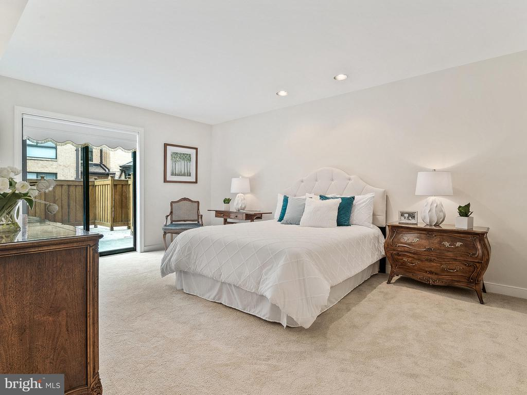 Spacious Master Bedroom - 11420 STRAND DR #R-113, NORTH BETHESDA