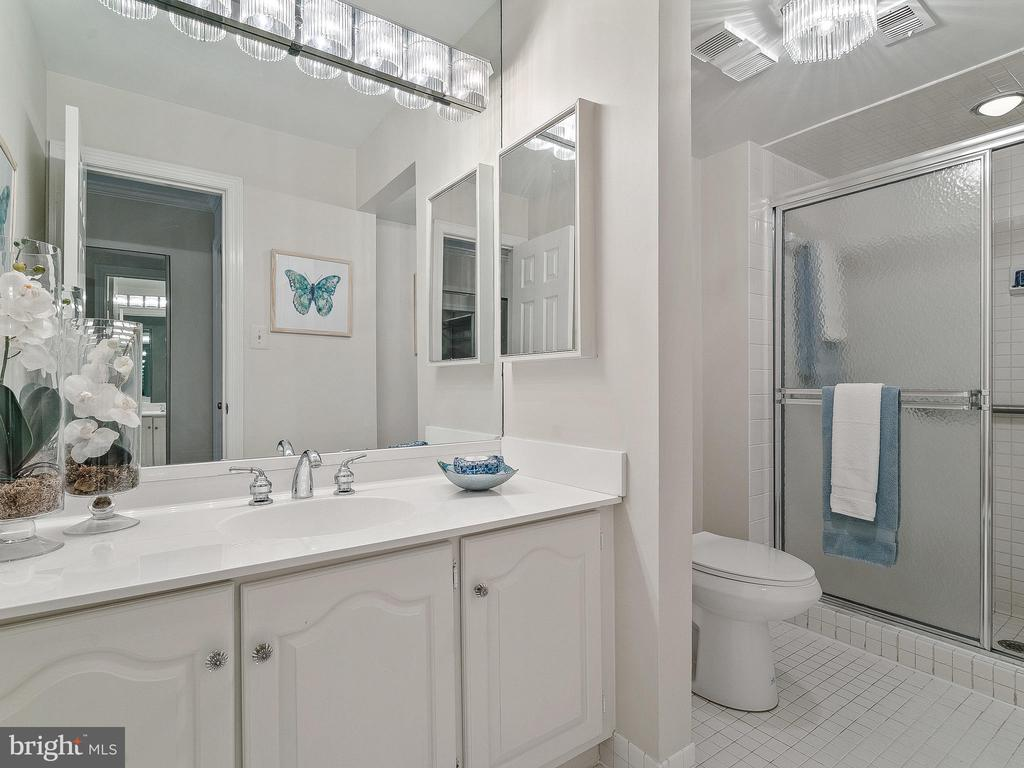 Bath with large walk in shower - 11420 STRAND DR #R-113, NORTH BETHESDA