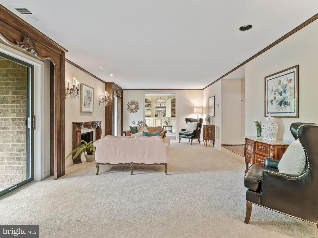 LR has 2  double sliding doors to balcony/patio - 11420 STRAND DR #R-113, NORTH BETHESDA