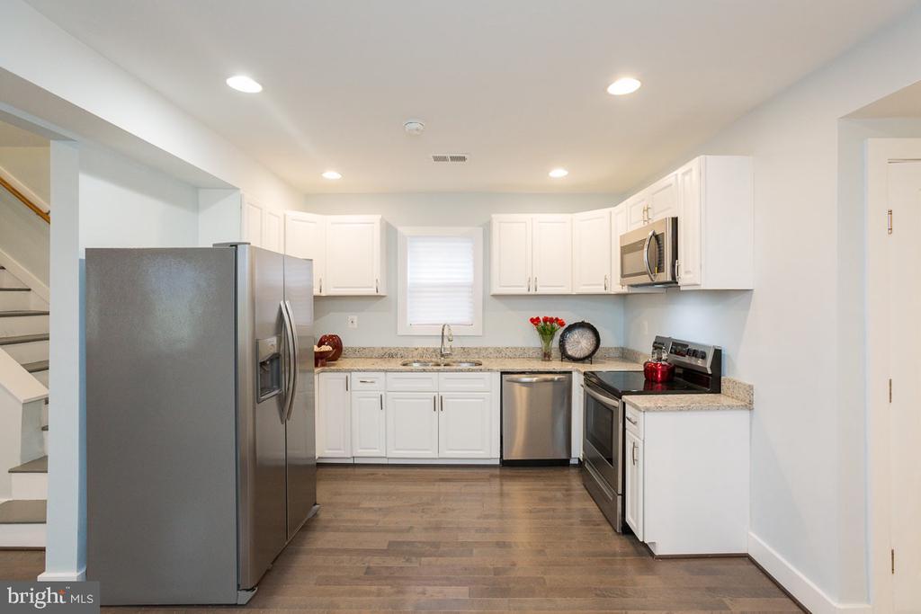 Open kitchen with all stainless steel - 4424 HUNT PL NE, WASHINGTON