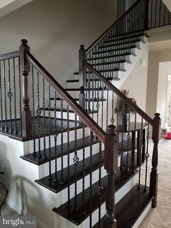 Wood Stairs w/ Wrought Iron Railing to Bedroom lvl - 204 BOXELDER DR, STAFFORD