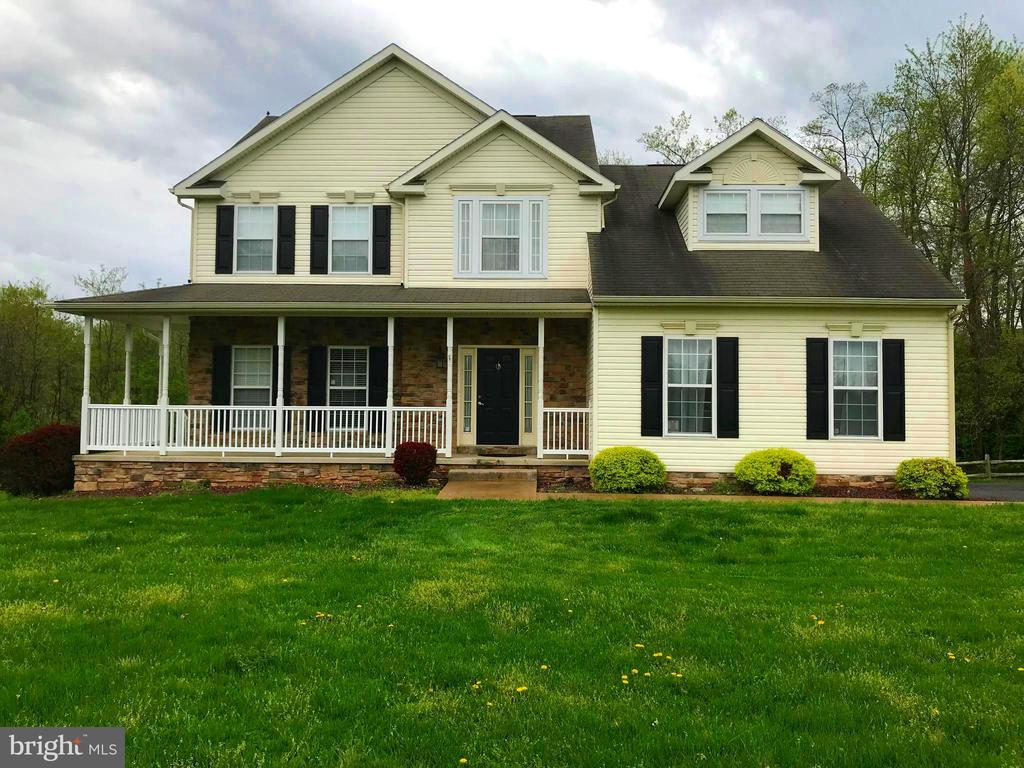 3 Level Colonial with Elevator - 17 VICTORIA LN, MARTINSBURG