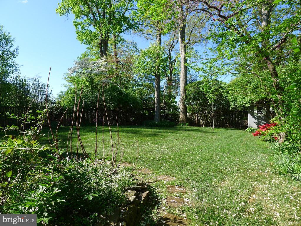 Flat Backyard - perfect for entertaining - 876 N KENSINGTON ST, ARLINGTON