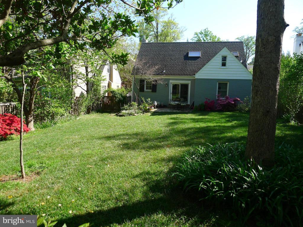 Large spacious backyard - 876 N KENSINGTON ST, ARLINGTON