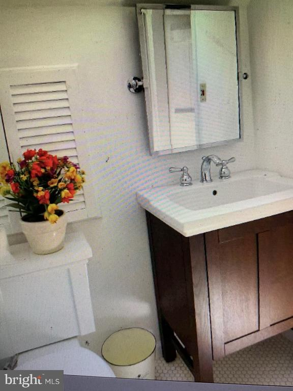 Full Bath in Master Bedroom - 876 N KENSINGTON ST, ARLINGTON