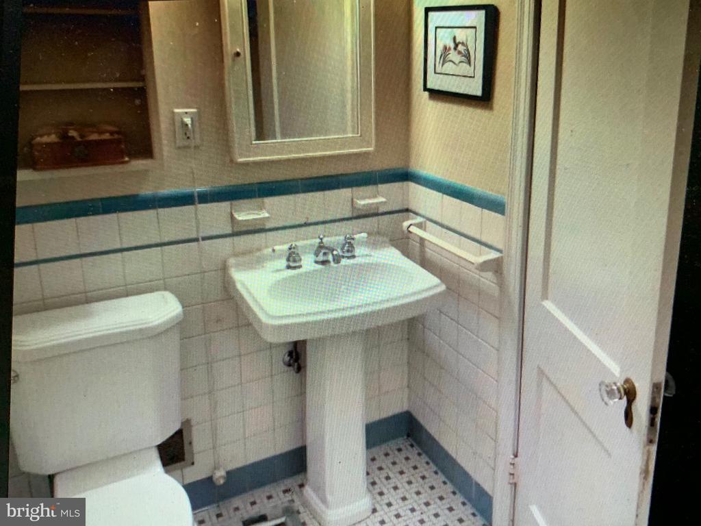 Downstairs Bathroom - 876 N KENSINGTON ST, ARLINGTON
