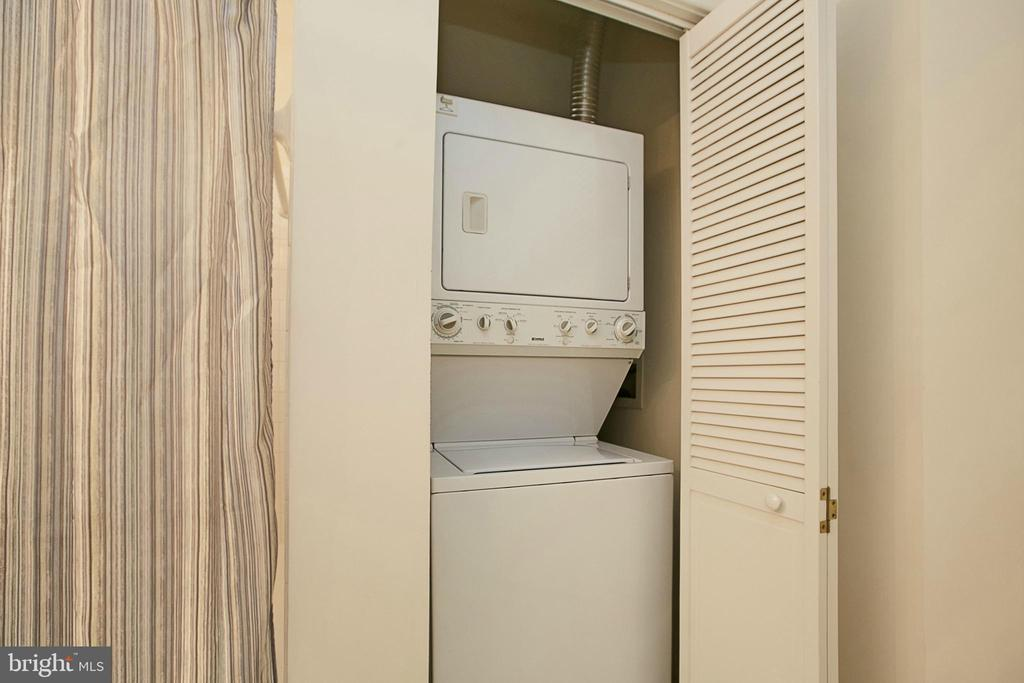 Stackable Washer/Dryer - 8183 CARNEGIE HALL #105, VIENNA