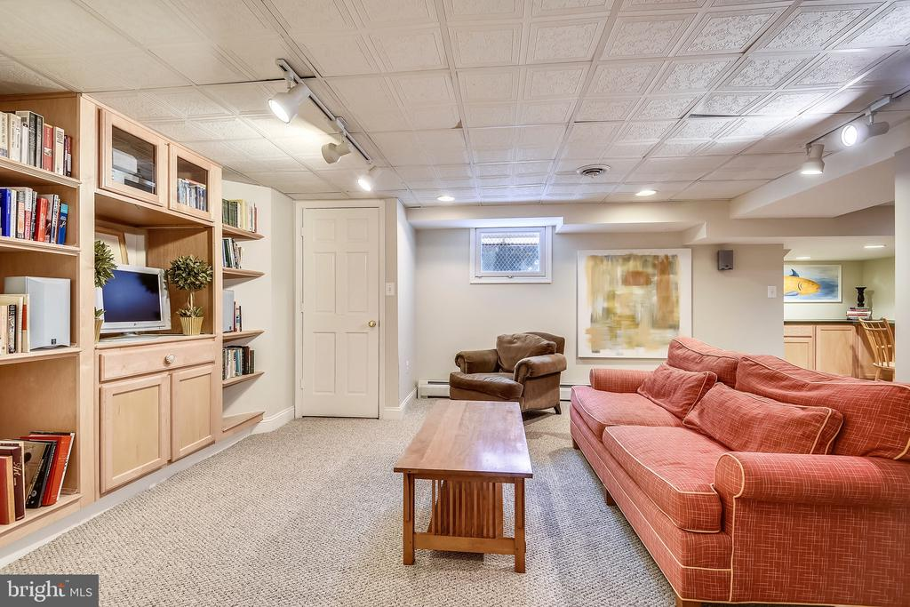 Lower level secondary family room - 104 TUNBRIDGE RD, BALTIMORE