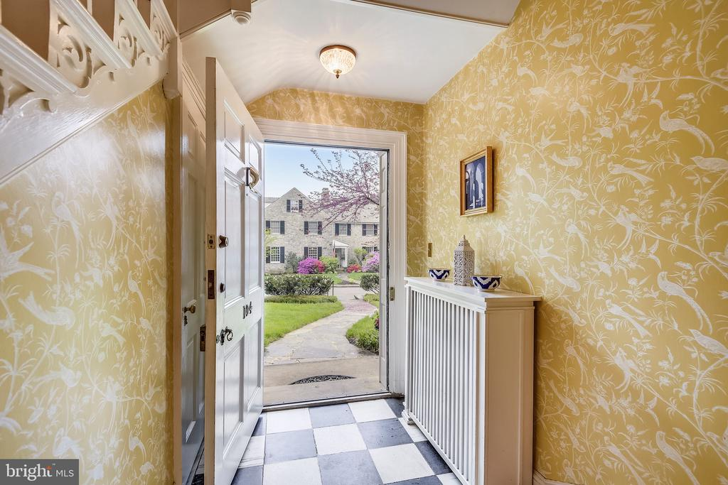 Marble foyer - 104 TUNBRIDGE RD, BALTIMORE