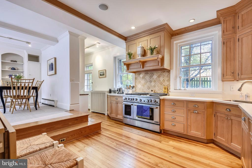 Adjoining breakfast/family room - 104 TUNBRIDGE RD, BALTIMORE