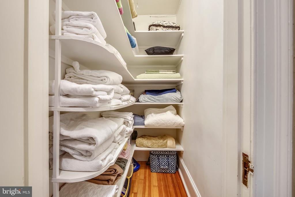 Large hall linen closet - 104 TUNBRIDGE RD, BALTIMORE