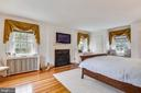 Master bedroom with wood burning fireplace - 104 TUNBRIDGE RD, BALTIMORE
