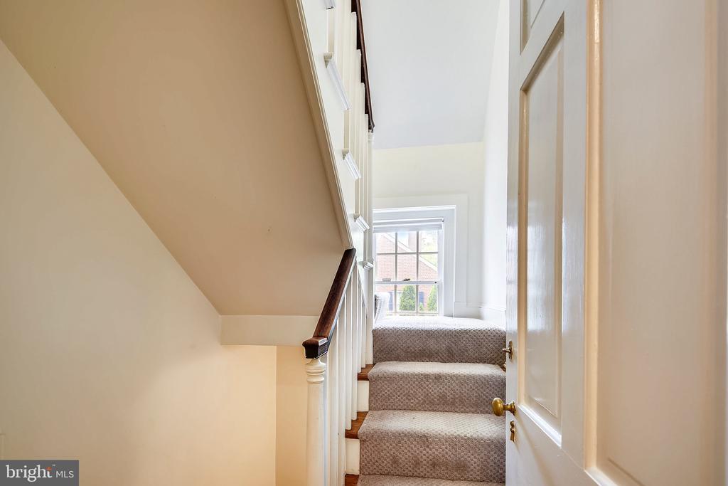 Back staircase - 104 TUNBRIDGE RD, BALTIMORE