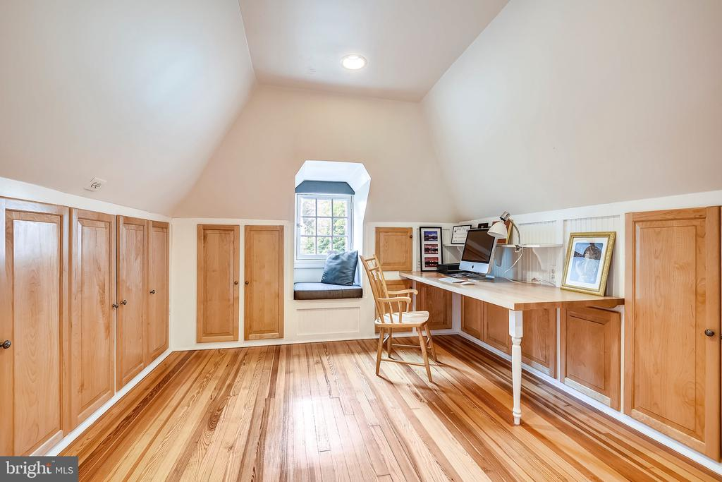 Office space/bedroom with storage - 104 TUNBRIDGE RD, BALTIMORE