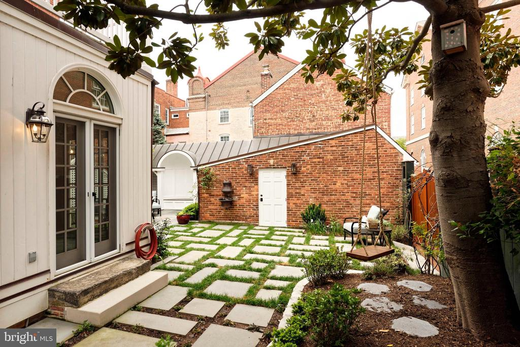 French doors from the breakfast room to garden - 209 S SAINT ASAPH ST, ALEXANDRIA