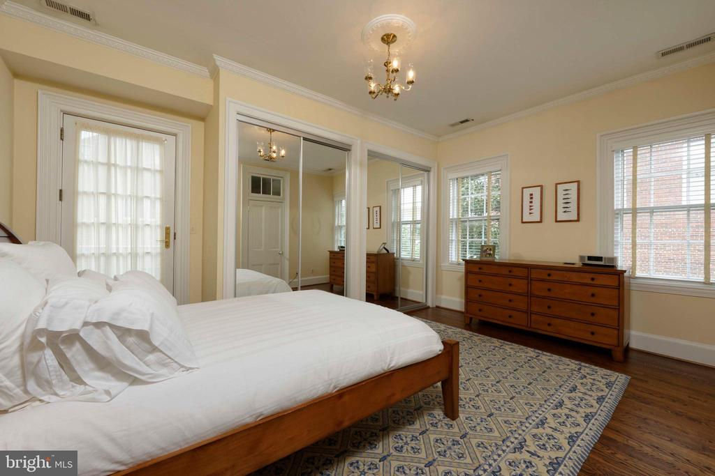 A sizable guest bedroom with double closets - 209 S SAINT ASAPH ST, ALEXANDRIA