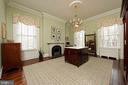 A sitting room/dressing room with a walk-in closet - 209 S SAINT ASAPH ST, ALEXANDRIA